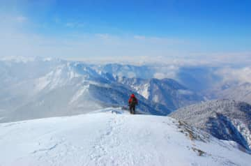 初めての雪山登山!スノーシューとアイゼンで楽しむおすすめの山11選