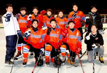 40年ぶりの国体出場を決めたアイスホッケー少年男子のメンバー