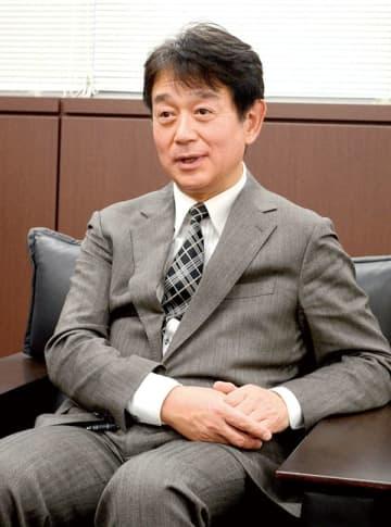 大菅岳史氏