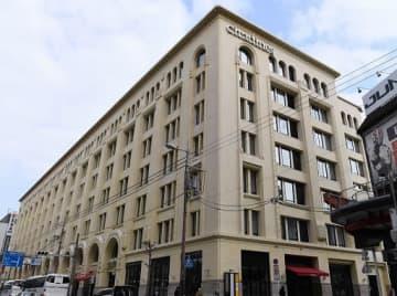 ホテルを有する複合施設に生まれ変わった高島屋東別館=20日、大阪市浪速区