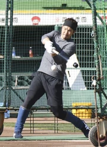 打撃練習するオリックスのT―岡田=ほっともっと神戸