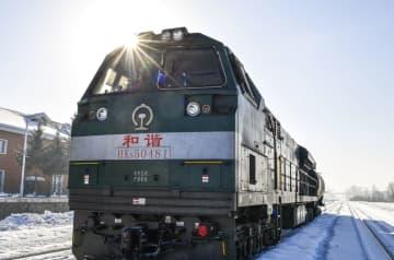 白銀の世界を走る「送水列車」 吉林省長白山風景区