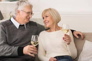 人生の幸福度を調査「47~48歳が最低…最高値に達するのは82歳以上」 画像