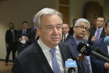 記者団の取材に答える国連のグテレス事務総長=21日、ニューヨークの国連本部(共同)