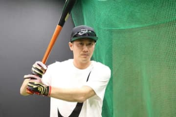 NPB復帰に向けてトレーニングを続ける西岡剛【写真:佐藤直子】