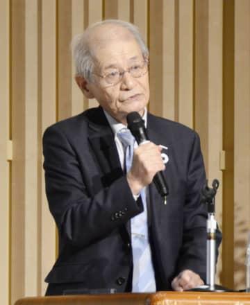 講演する吉野彰・旭化成名誉フェロー=22日午後、福島県郡山市