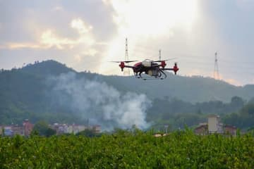A XAG drone sprays pesticides on a lemon farm in Guangzhou. (Image credit: TechNode/ Shi Jiayi)
