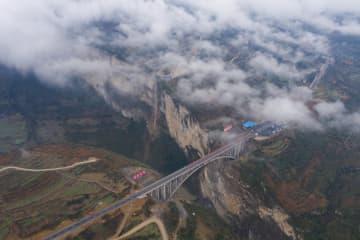 四川、雲南、貴州省境の鶏鳴三省大橋が開通