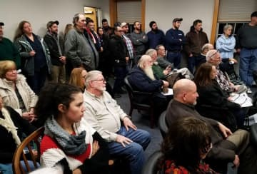 Every seat is taken, with some waiting outside the room, as speakers discuss a pro-2nd Amendment resolution in Stillwater, Jan. 21, 2020 (Rob Jennings/)