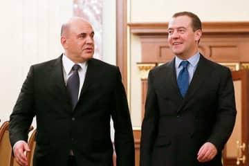 左からミシュスチン氏、メドヴェージェフ氏