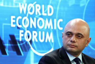 22日、世界経済フォーラム年次総会(ダボス会議)の討論会に出席した英国のジャビド財務相=スイス・ダボス(ロイター=共同)