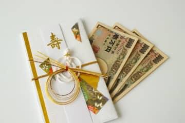 「友人から結婚祝いが何もなかった」女性の不満に賛否両論 その友人の披露宴でご祝儀3万円出すのに躊躇