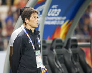 Coach Akira Nishino watches Thailand play during the AFC U23 Championship. Pattarapong Chatpattarasill