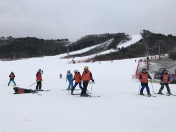 Alpensia Ski Resort in Pyeongchang has a practice area for beginners, as well as six long slopes for more experienced skiers and snowboarders. Karnjana Karnjanatawe