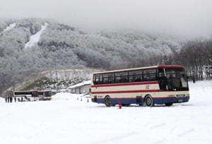 雪道での安全運転を訓練した冬道運転研修