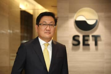 Mr Pakorn says the SET is eager to expand its investor base. (Post Today photo)