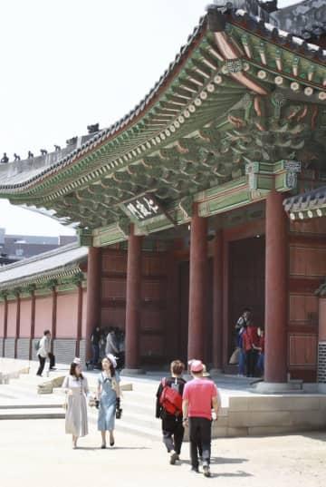 日本人観光客も多く訪れる韓国・ソウルの王宮「昌徳宮」=2019年5月