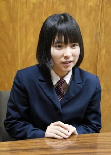 全国高校文芸コンクールの俳句と短歌の部門でダブル入選した新井さん