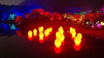 光のアートで幻想的に彩られた栗林公園