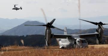 報道陣に公開された日米共同訓練。米軍輸送機MV22オスプレイ2機が参加した=23日午後、熊本県山都町・大矢野原演習場