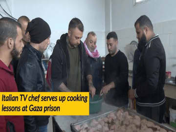 Italian TV chef serves up cooking lessons at Gaza prison