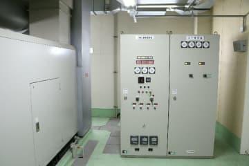 豊後大野市民病院の自家発電設備=23日午後5時半、豊後大野市緒方町