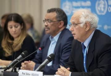 23日、WHOの緊急委員会後に記者会見するフサン委員長(右)ら=スイス・ジュネーブ(ロイター=共同)