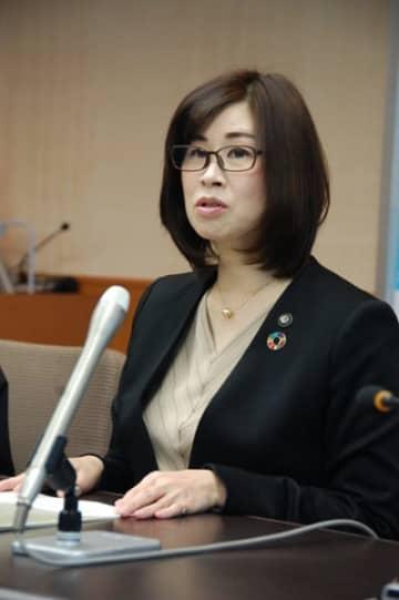 【2月に東京と大阪でそれぞれ開催するシティセールスイベントについて説明する末松市長=鈴鹿市役所で】