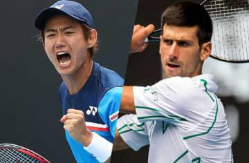 「全豪オープン」での西岡良仁(左)とジョコビッチ(右)