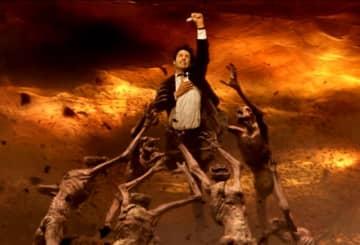 画像はキアヌ・リーヴスが演じたコンスタンティン - 映画『コンスタンティン』(2005)より - Warner Bros. / Photofest / ゲッティ イメージズ