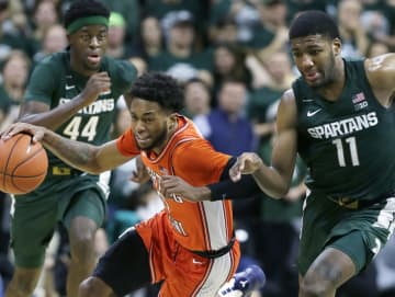 On January 2, 2020, Illinois' Alan Griffin is pursued down court by Michigan State's Gabe Brown (44) and Aaron Henry (11) during the second half at Breslin Center in East Lansing, Mich. - Duane Burleson/Getty Images North America/TNS