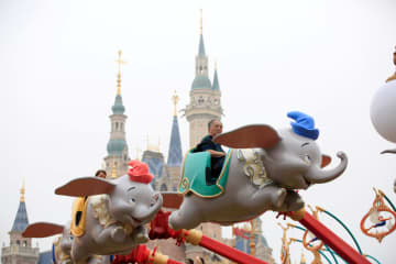 People visit Shanghai Disney Resort after the opening ceremony in Shanghai on June 16, 2016. (Reuters photo)