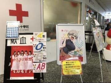 「宇崎ちゃん」のポスターが掲示された献血ルーム前の地下道(東京都新宿区、2019年10月18日弁護士ドットコムニュース撮影)