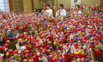 最盛期を迎えた「吉兆」作り=24日、和歌山県新宮市の熊野速玉大社