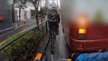 """自転車 バスと""""スレスレ"""" 「似た経験が...」動画話題"""