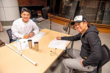 原西孝幸さん(右)とパーソナリティの丸山茂樹