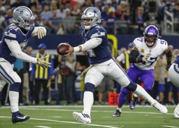 Dallas Cowboys quarterback Dak Prescott (4) hands off to running back Ezekiel Elliott (21) during the first quarter on Sunday, Nov. 10, 2019 at AT&T; Stadium in Arlington, Texas. - Ryan Michalesko/Dallas Morning News/TNS