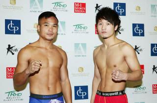 王者・ゴンナパー(左)と横山が計量パス(C)M-1 Sports Media