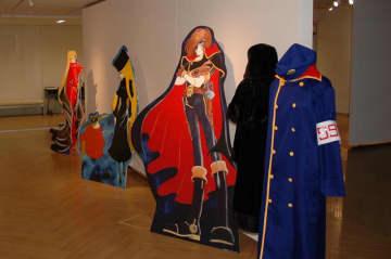 「キャプテンハーロック」や「メーテル」など漫画キャラクターの大型パネルも登場する=24日、成田市文化芸術センター