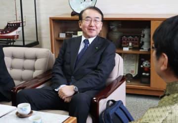 田上市長と面会する小泉理事長=長崎市役所