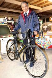 自転車で豪州を横断した佐々木範雄さん=姫路市