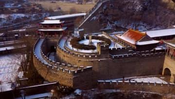 壮大なスケールに圧倒 雪化粧した固関長城 山西省平定県