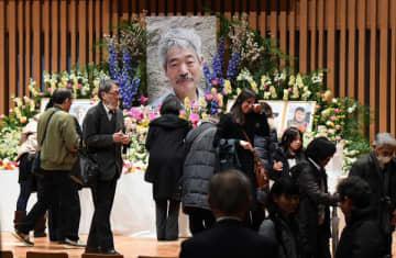 「献花だけでも」中村哲さんお別れ会に5000人 長蛇の列も祈り静かに