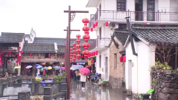 切り絵作りで春節を迎える 浙江省紹興市
