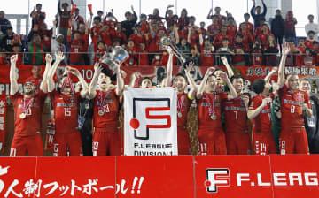 3年連続12度目の優勝を果たし、喜ぶ名古屋の選手たち=武田テバオーシャンアリーナ