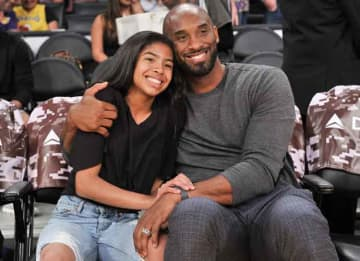 OS ANGELES, CALIFORNIA - NOVEMBER 17: Kobe Bryant and his daughter Gianna Bryant attend a basketball game between the Los Angeles Lakers and the Atlanta Hawks at Staples Center on November 17, 2019 in Los Angeles, California