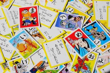 日本文化を体験しよう!日本のカードゲーム「かるた、花札」の遊び方