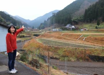 季節によって表情を変える自然豊かな山々に囲まれた中世木の里。前田さんは「この風景が移住する決め手になった」と語る(南丹市日吉町)