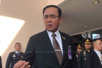 Prime Minister Prayut Chan-o-cha replies to reporters at the Armed Forces Academies Preparatory School in Nakhon Nayok province on Monday. (Photo by Wassana Nanuam)