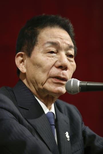 共同通信きさらぎ会で講演する自民党の古賀誠元幹事長=27日、大阪市